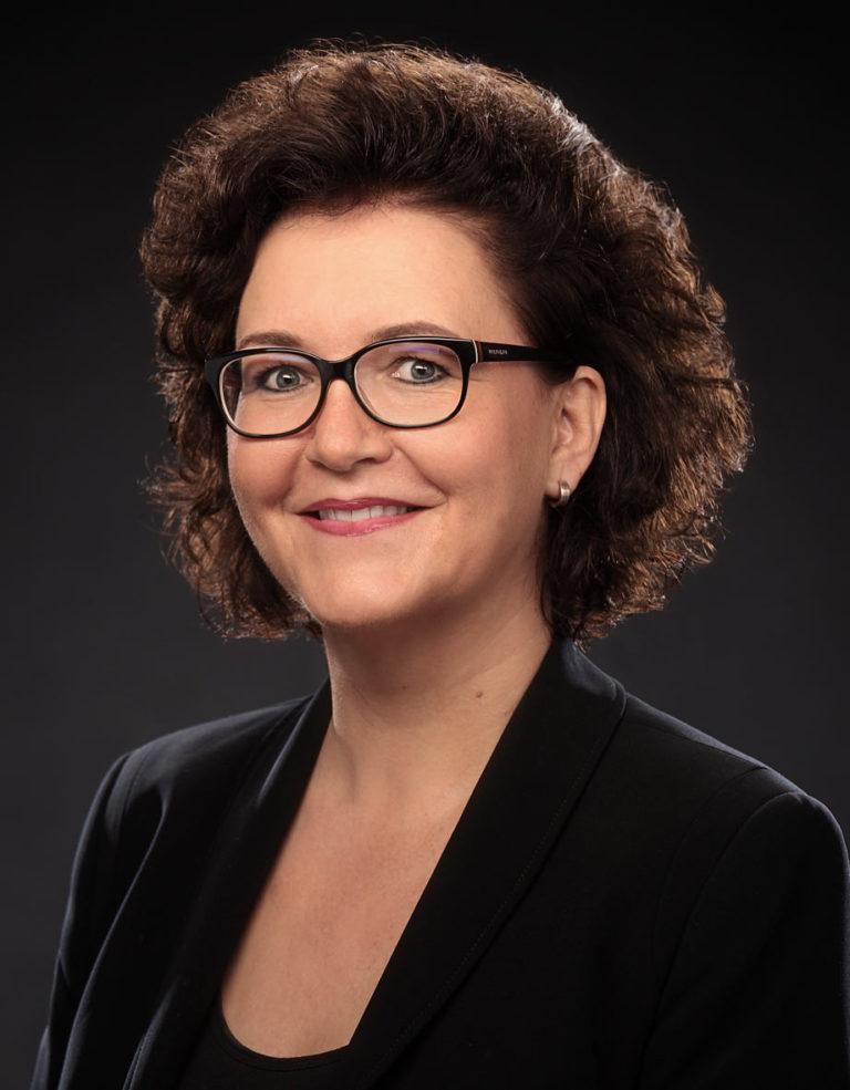 Portrait Christa Strambach, Chorleiterin