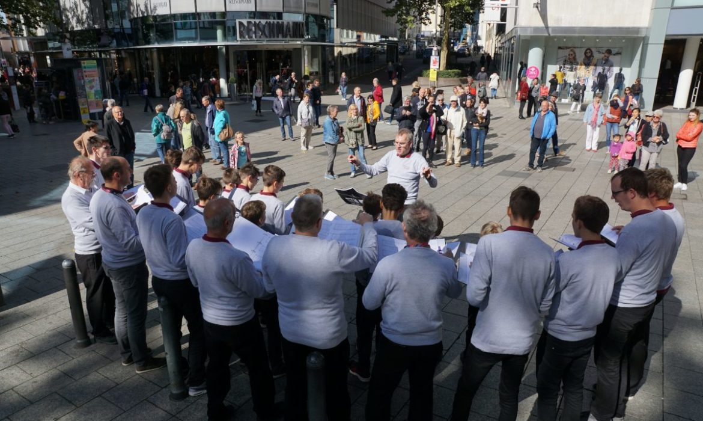 Marbacher Sängerknaben singen in der Hirschstraße Ulm